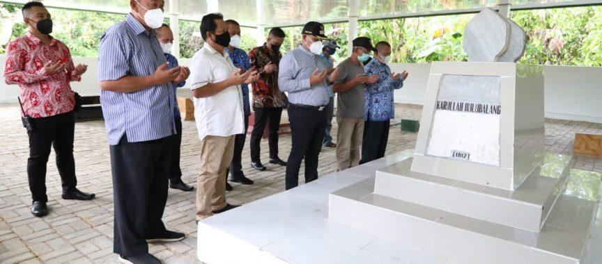Bupati Lamsel Berjanji Akan Bangun Jalan Menuju Makam Pangeran Karullah Hulubalang